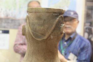 人面付き壺形土器を見る